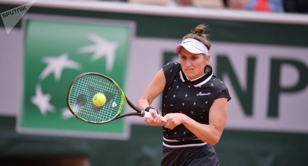 Markéta Vondroušová v semifinále Roland Garros proti Johanně Kontaové