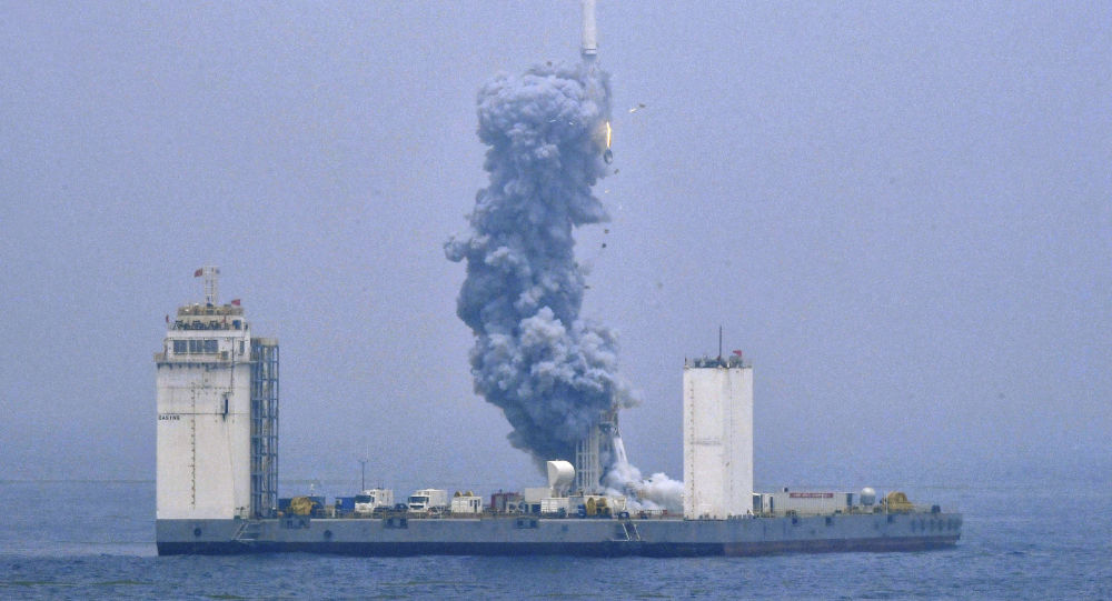 Čína vypustila raketu Dlouhý pochod 11 z plovoucího kosmodromu