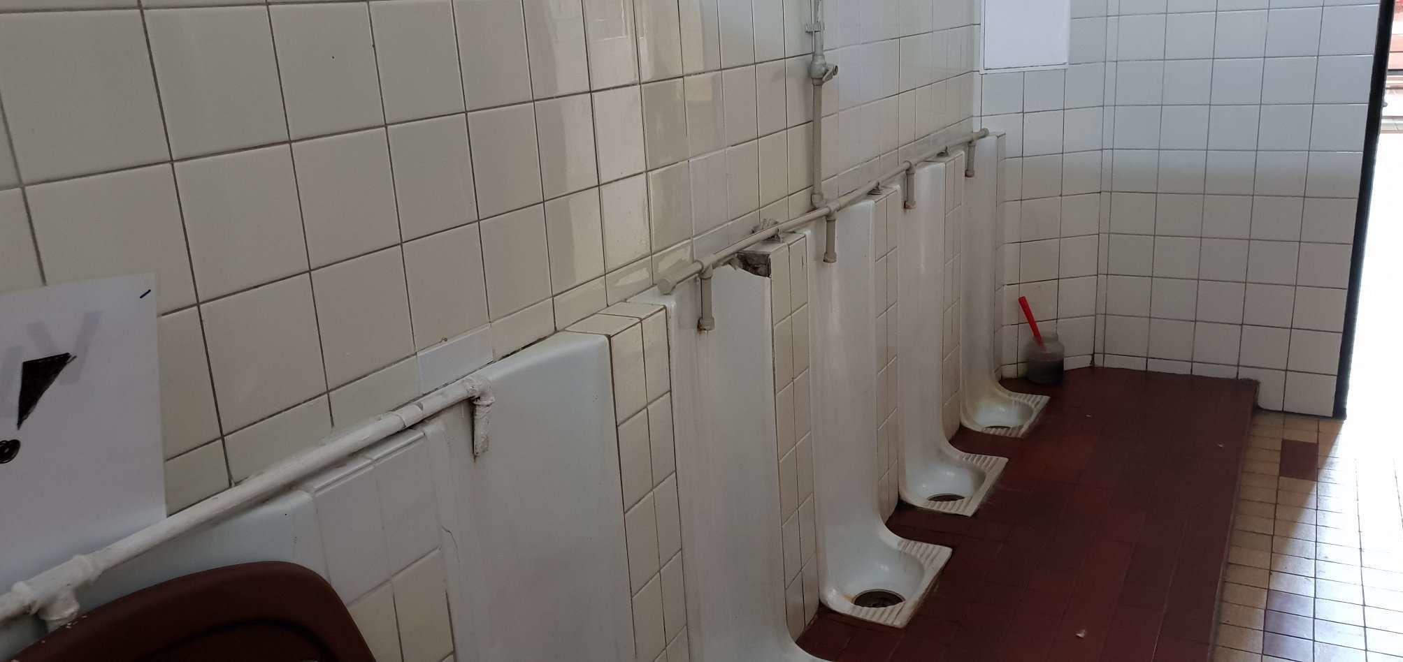 Starý typ WC na nádraží v Berouně