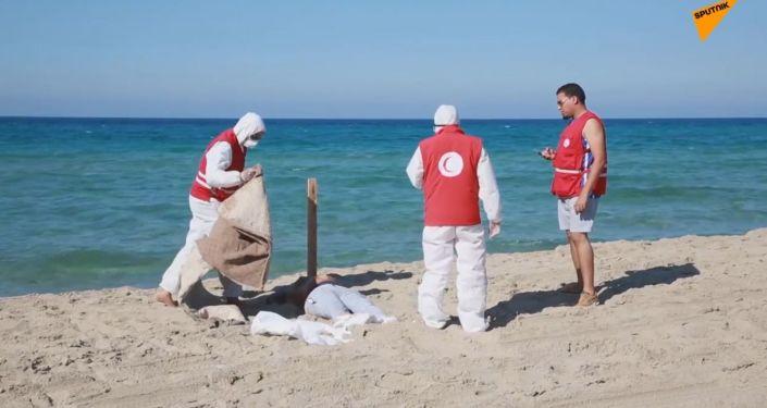 Více než 60 těl bylo nalezeno u pobřeží Libye po převrácení lodi s migranty