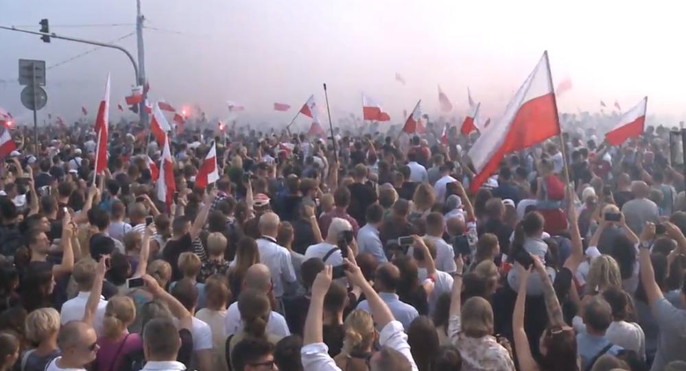 Video: V Polsku pravicoví aktivisté pochodovali po 75 letech od Varšavského povstání
