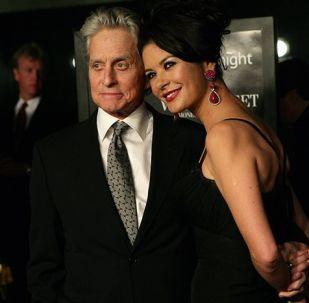 Michael Douglas společně s manželkou Catherine Zeta-Jonesovou
