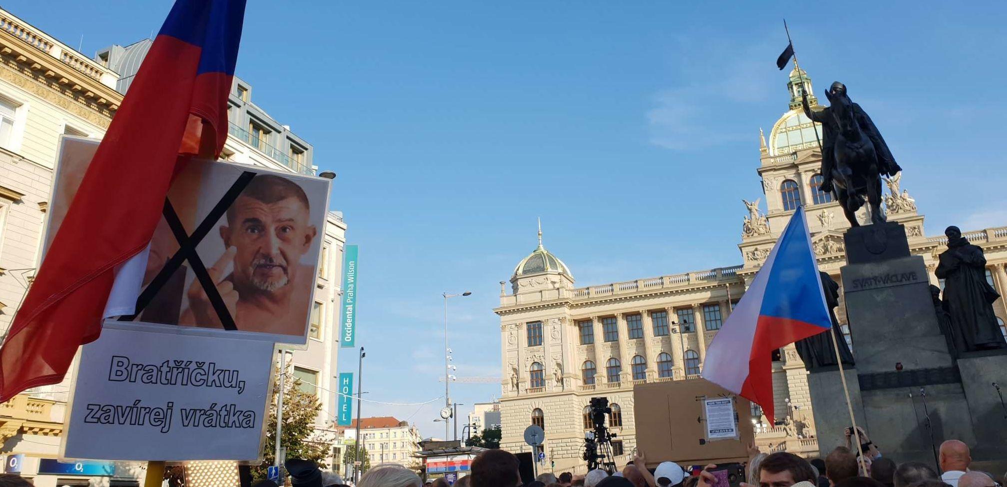 Účastníci pochodu dne 21. srpna 2019 na Václavském náměstí v Praze