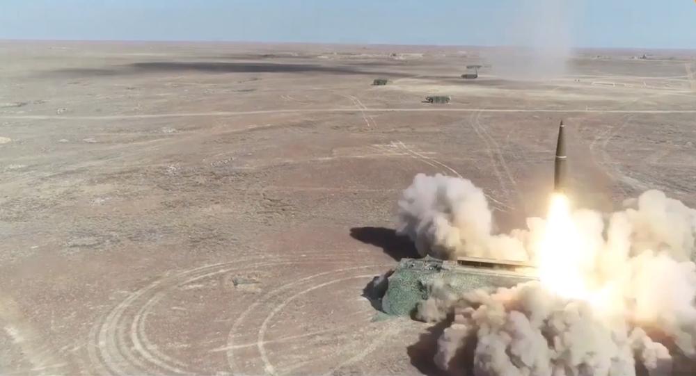 Video: Vypuštění raket z komplexů Iskander-M v rámci cvičení Center 2019