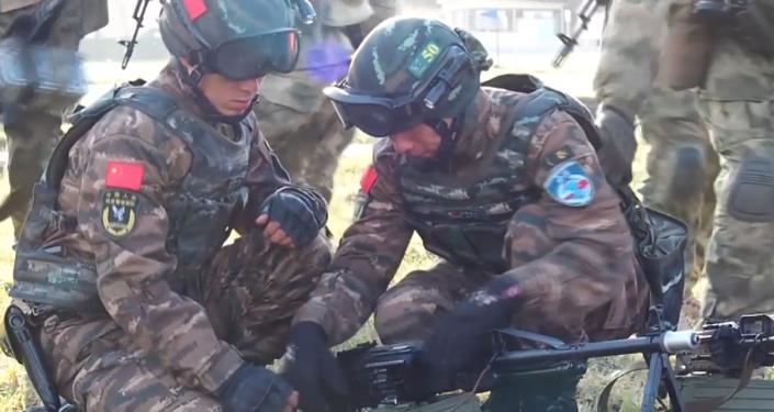 Video: Ruští a čínští vojáci jako jedna vojenská jednotka na protiteroristických vojenských cvičeních