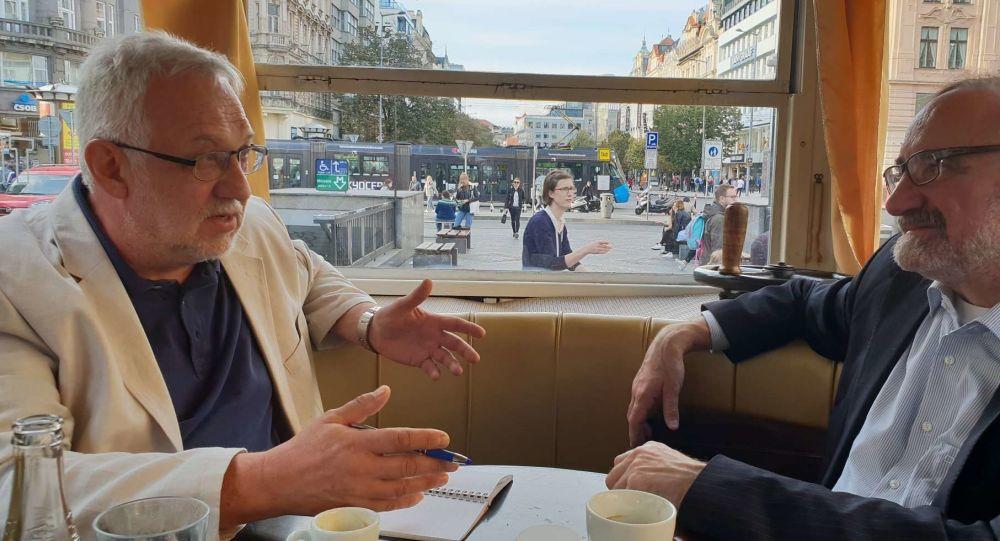 Zleva: Václav Dvořák (režisér), zprava Stanislav Novotný (předseda Asociace nezávislých médií)