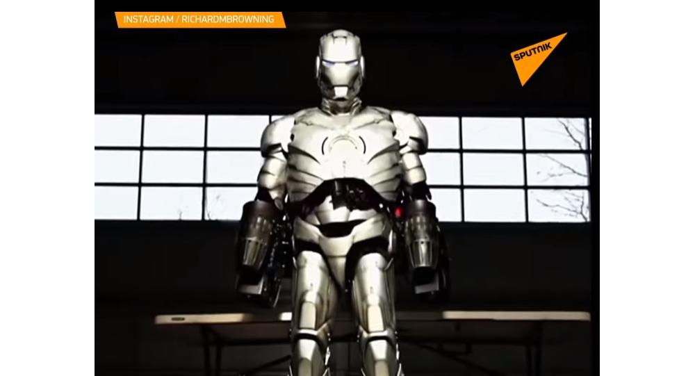 Video: Britský vynálezce vytvořil nový rekord v létajícím obleku s reaktivními motory