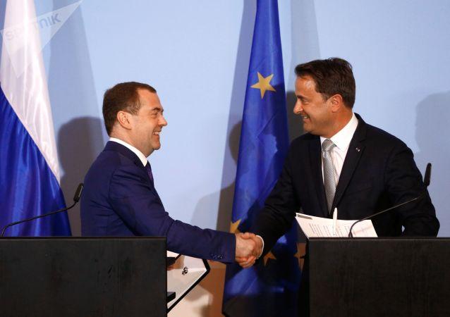 Ruský předseda vlády Dmitrij Medveděv s premiérem Lucemburska Xavierem Bettelem