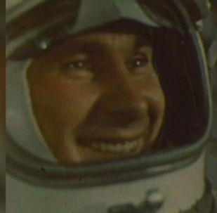 První výstup člověka do vesmíru. 54. výročí historické události