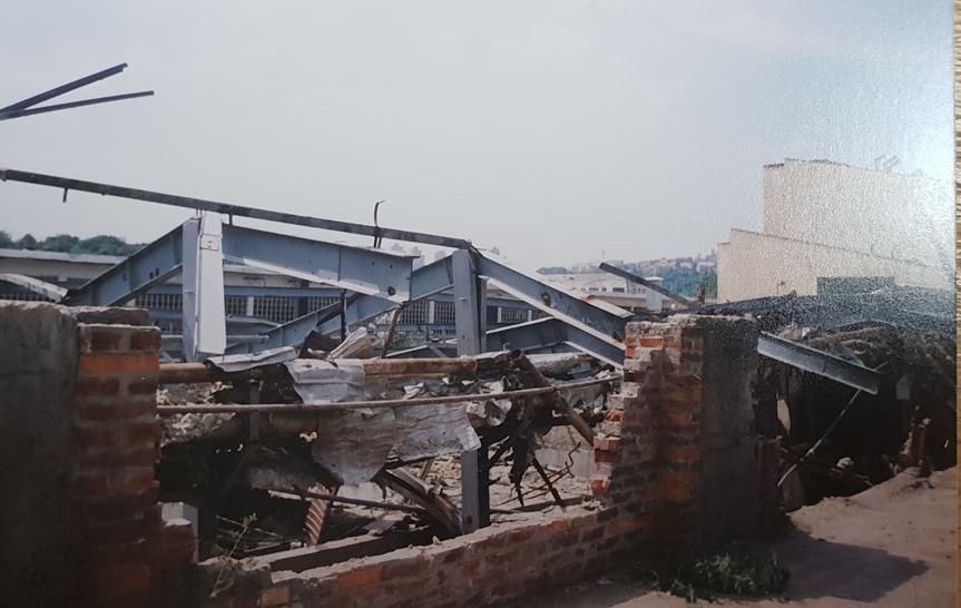 Obr. 1: Ruiny závodu na traktory, Rakovice u Bělehradu
