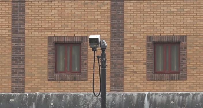 Koukněte se na záběry z vězení, kde se nyní nachází Assange! (VIDEO)