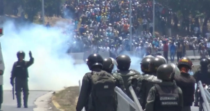 Zranění lidé, krev a nepokoje. Jak probíhal další pokus o státní převrat ve Venezuele?