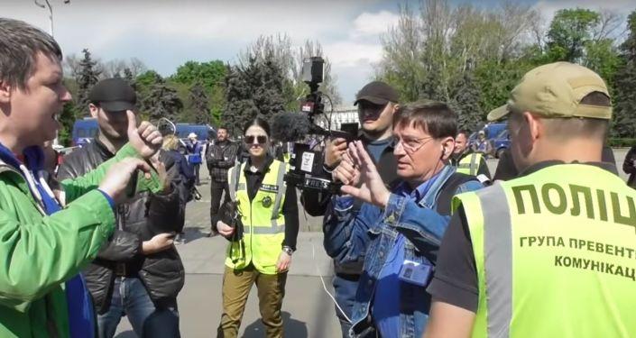 Novináři z ČR bránili v natáčení pietní akce v Oděse