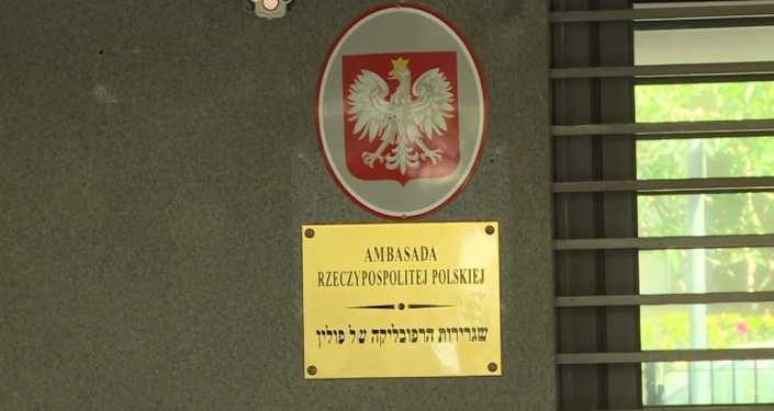 Ozvěna restituce židovského majetku. Rasistický plivanec na polského diplomata v Tel Avivu. Video z polské ambasády