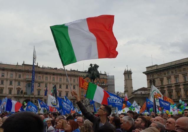 Shromáždění na Piazza del Duomo v Miláně