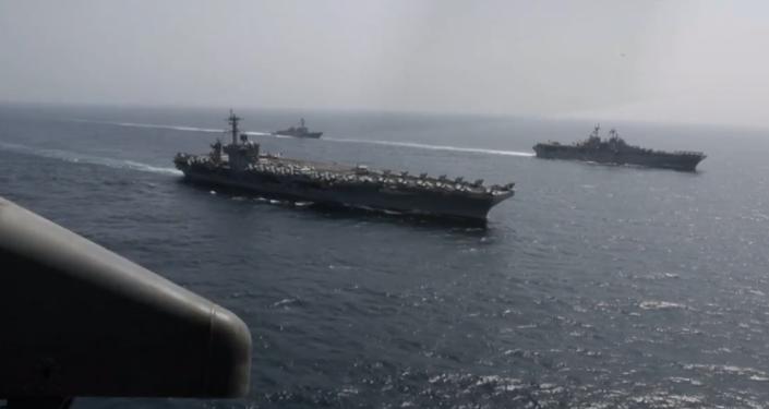 """Americké námořnictvo v Arabském moři provedlo vojenské cvičení k odstranění  """"íránské hrozby"""" (VIDEO)"""