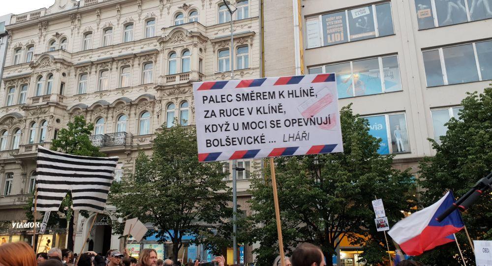 """Textař Chrastina o demonstracích v ČR: Jde o další pokus o nátlakovou akci jedné """"lepšolidské"""" pražské skupiny"""