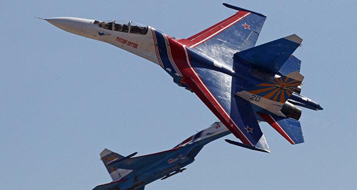 Bitevní letoun Su-27 je znám jako Žuravlik (Jeřábek)