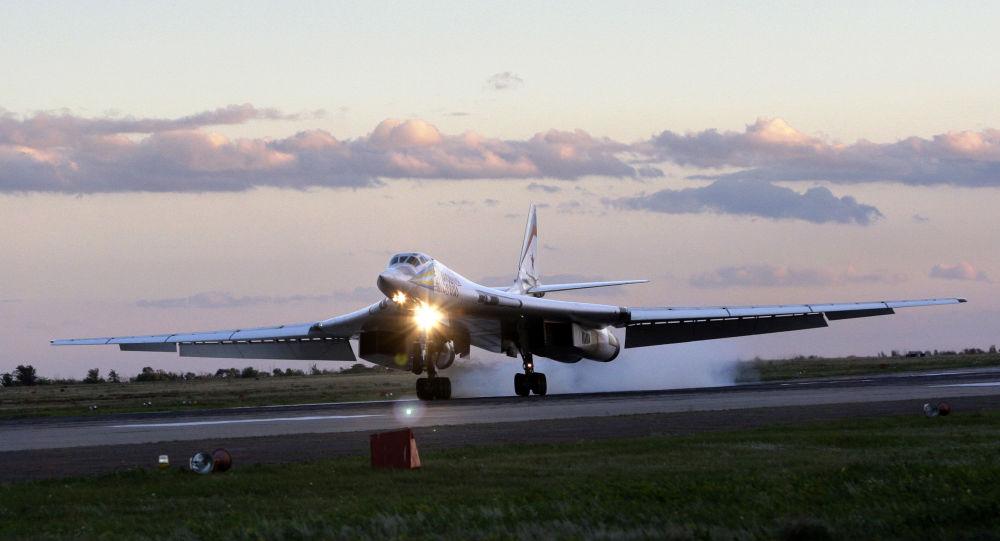 Ruské bombardéry Tu-160 překonaly světový rekord nejdelšího letu bez mezipřistání