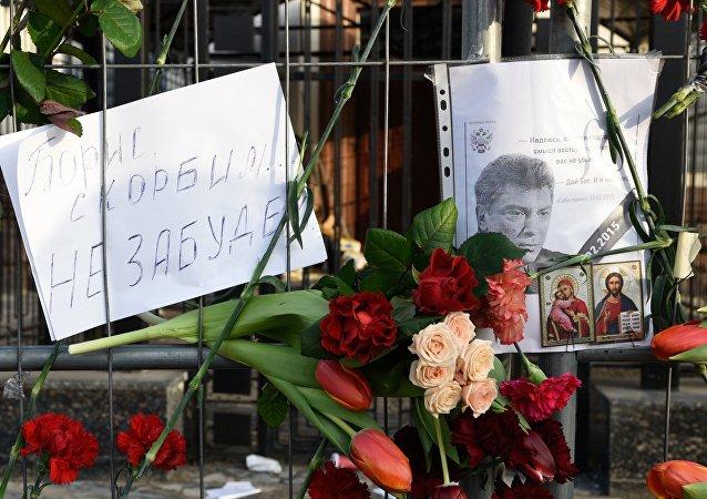 Květy na místě zavraždění Němcova