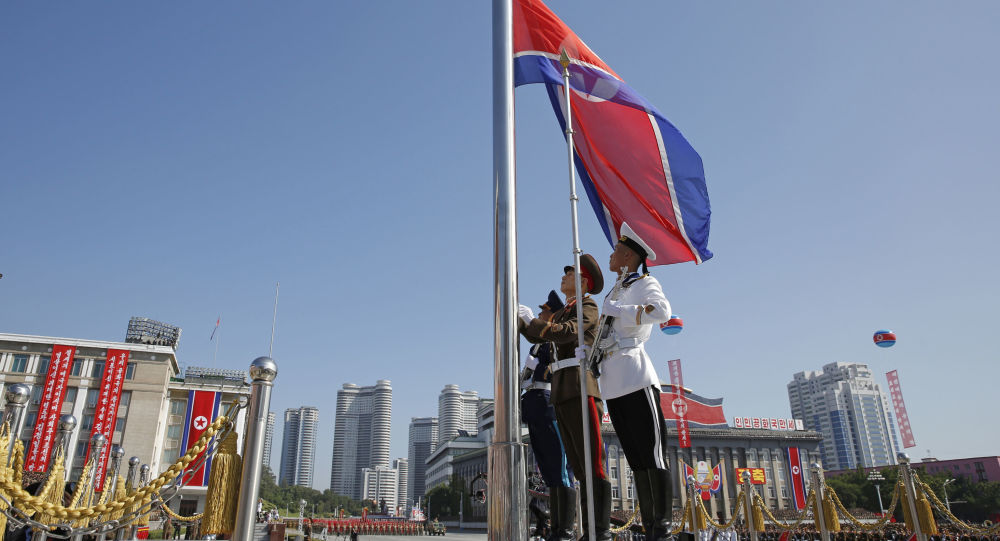 Severokorejská vlajka v Pchjongjangu