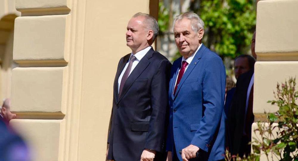 Prezidenti Andrej Kiska a Miloš Zeman na lánském zámku