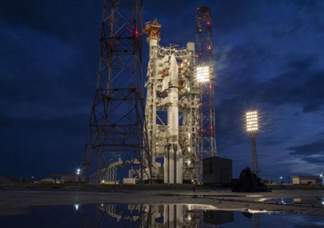 Nosná raketa Proton-M s družicí Jmal-601