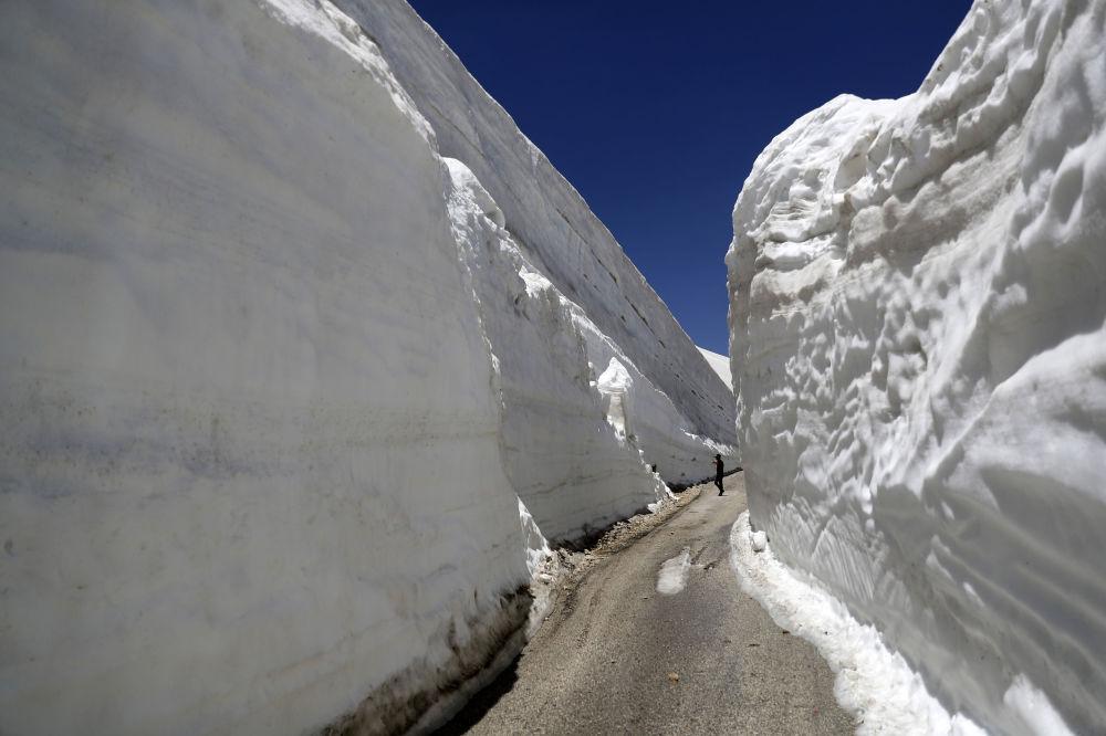 Sněhové stěny v Libanonu.