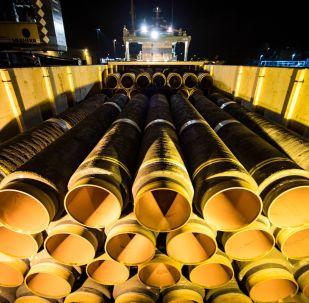 Potrubí pro Nord Stream 2 v německém přístavu Mukran