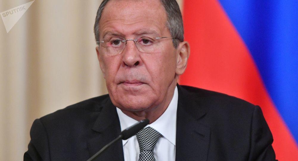 Ruský ministr zahraničí Sergej Lavrov na tiskové konferenci