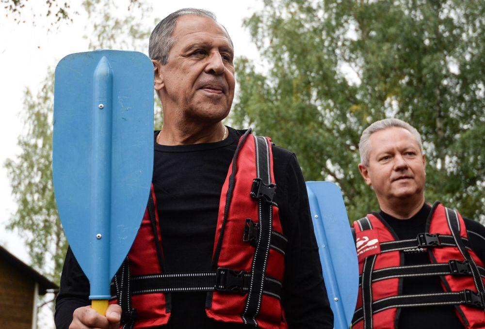 Sergej Lavrov na raftu