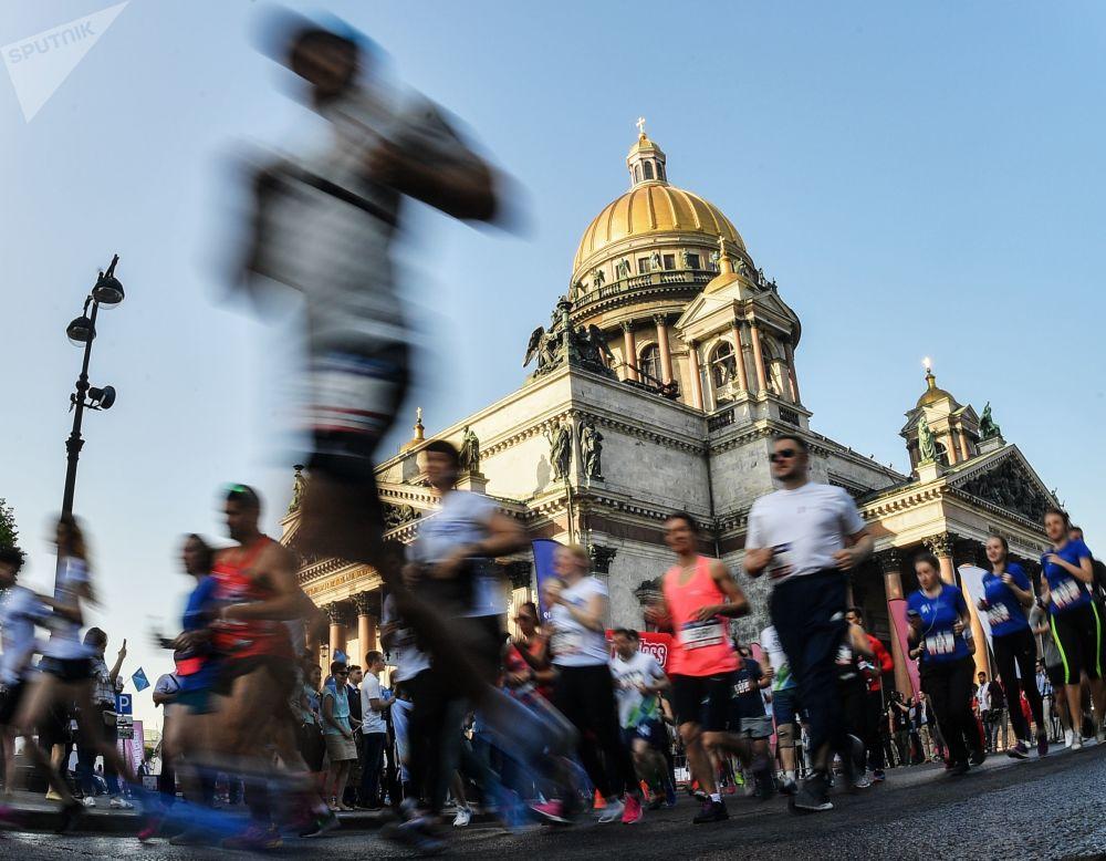 Účastníci závodu SPIEF v rámci Petrohradského mezinárodního ekonomického fóru.