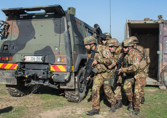 Italští vojáci během cvičení