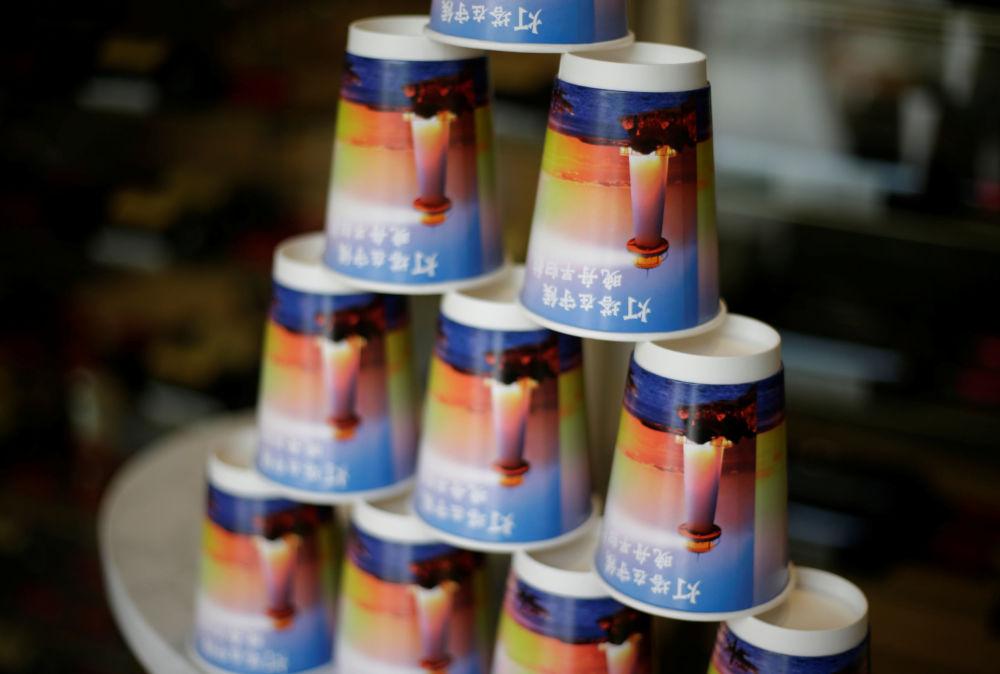 Kávové hrnky v budově společnosti Huawei.