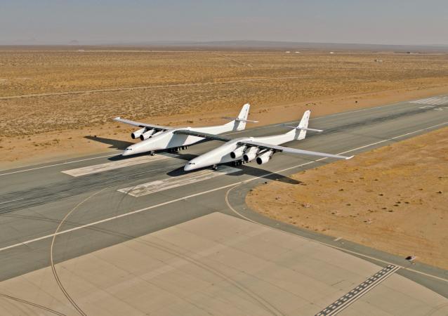 Největší nosný letoun na světě Stratolaunch