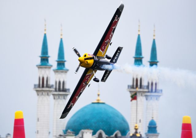 Český pilot Martin Šonka při pátečním tréninkovém letu Red Bull Air Race v Kazani