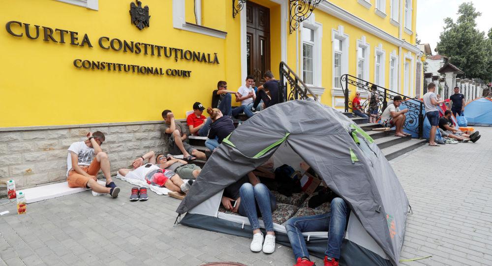 Budova Ústavního soudu Moldavska během protestu Demokratické strany proti nové vládě