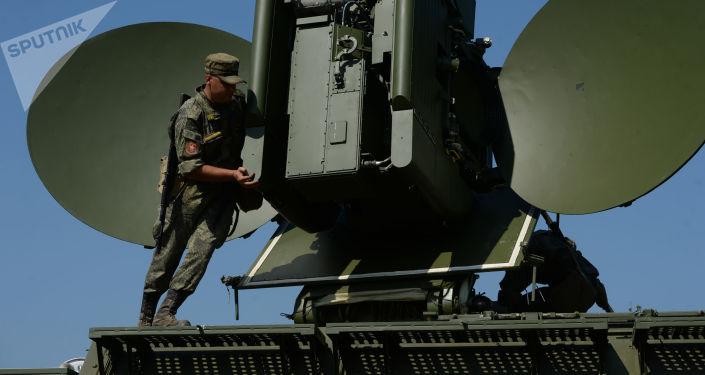 Nasazení pozemního multifunkčního interferenčního modulu při speciálních taktických cvičeních s elektronickými bojovými jednotkami centrálního vojenského obvodu