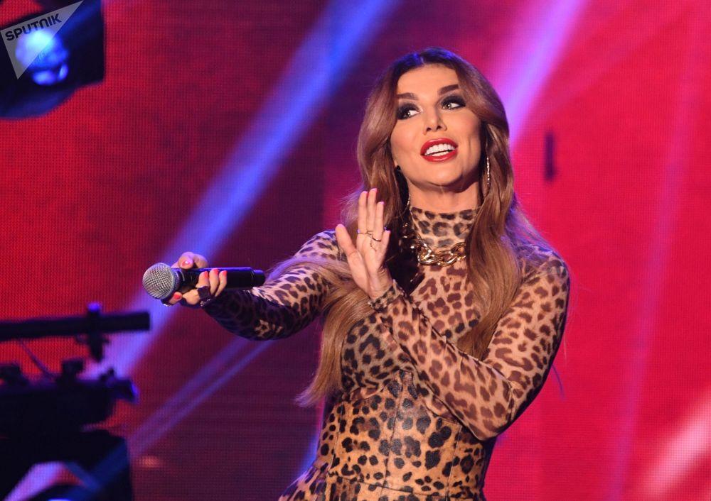 Ruská zpěvačka Anna Sedakovová vystupuje během finále 25. ročníku soutěže Krása Ruska.