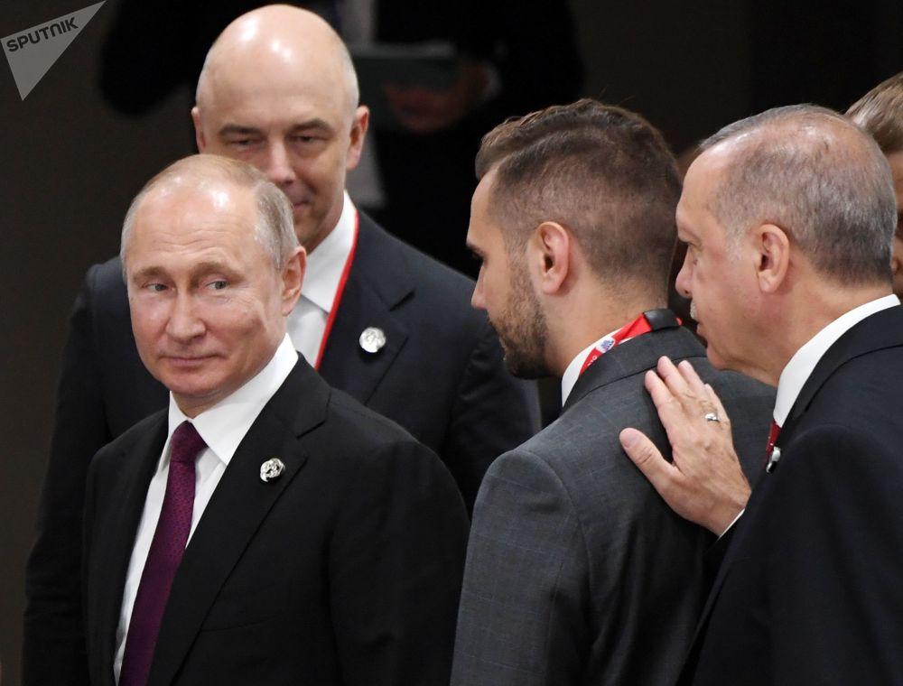 Ruský prezident Vladimir Putin a turecký lídr Recep Tayyip Erdogan na okraji summitu G20 v Ósace.