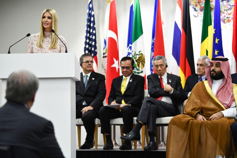 Poradkyně amerického prezidenta Ivanka Trumpová vystupuje s projevem na akci věnované ženským právům na summitu G20 v Ósace.
