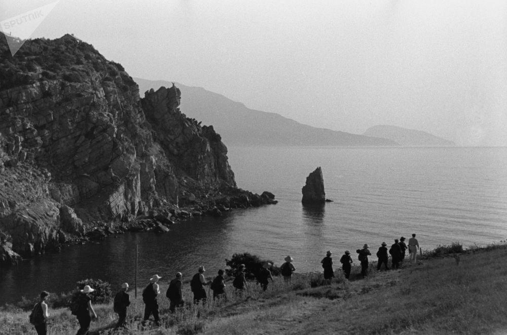 Turisté na černomořském pobřeží Krymu, 1955.