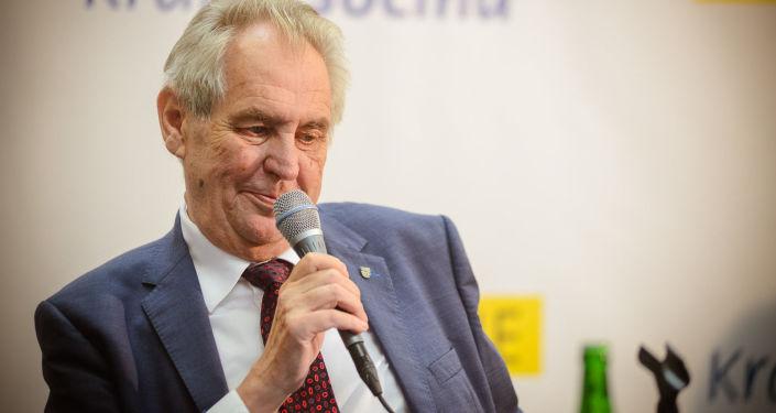 Prezident ČR na jednání podpořil Schillerovou při tvorbě rozpočtu. Pomocí Ovčáčka se však nepřímo navezl do ČSSD