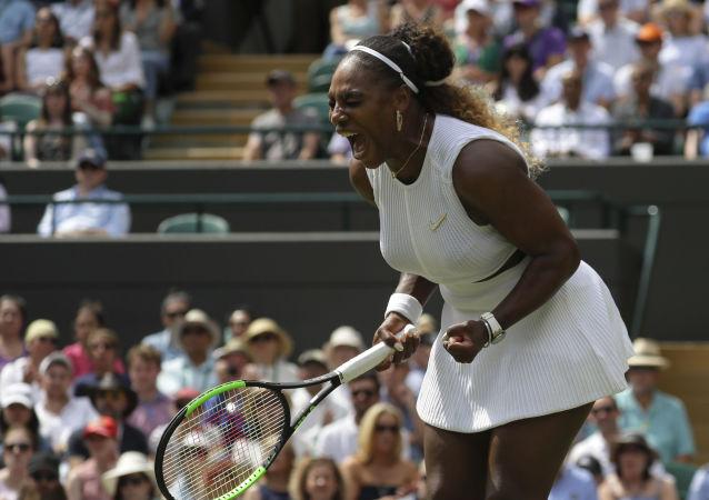 Serena Williamsová po vítězství nad Španělkou Navarrovou na Wimbledonu 2019