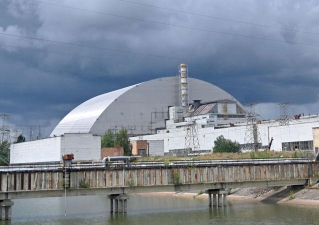 Výhled na nový sarkofág Černobylské jaderné elektrárny