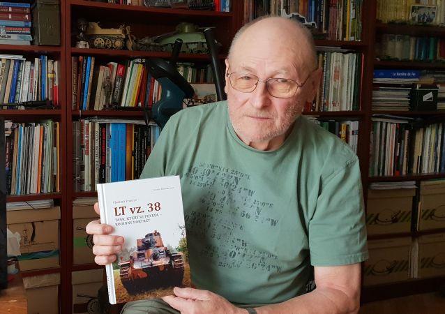 Vladimír Francev, spisovatel, vydal 20 knih o československých i ruských tancích