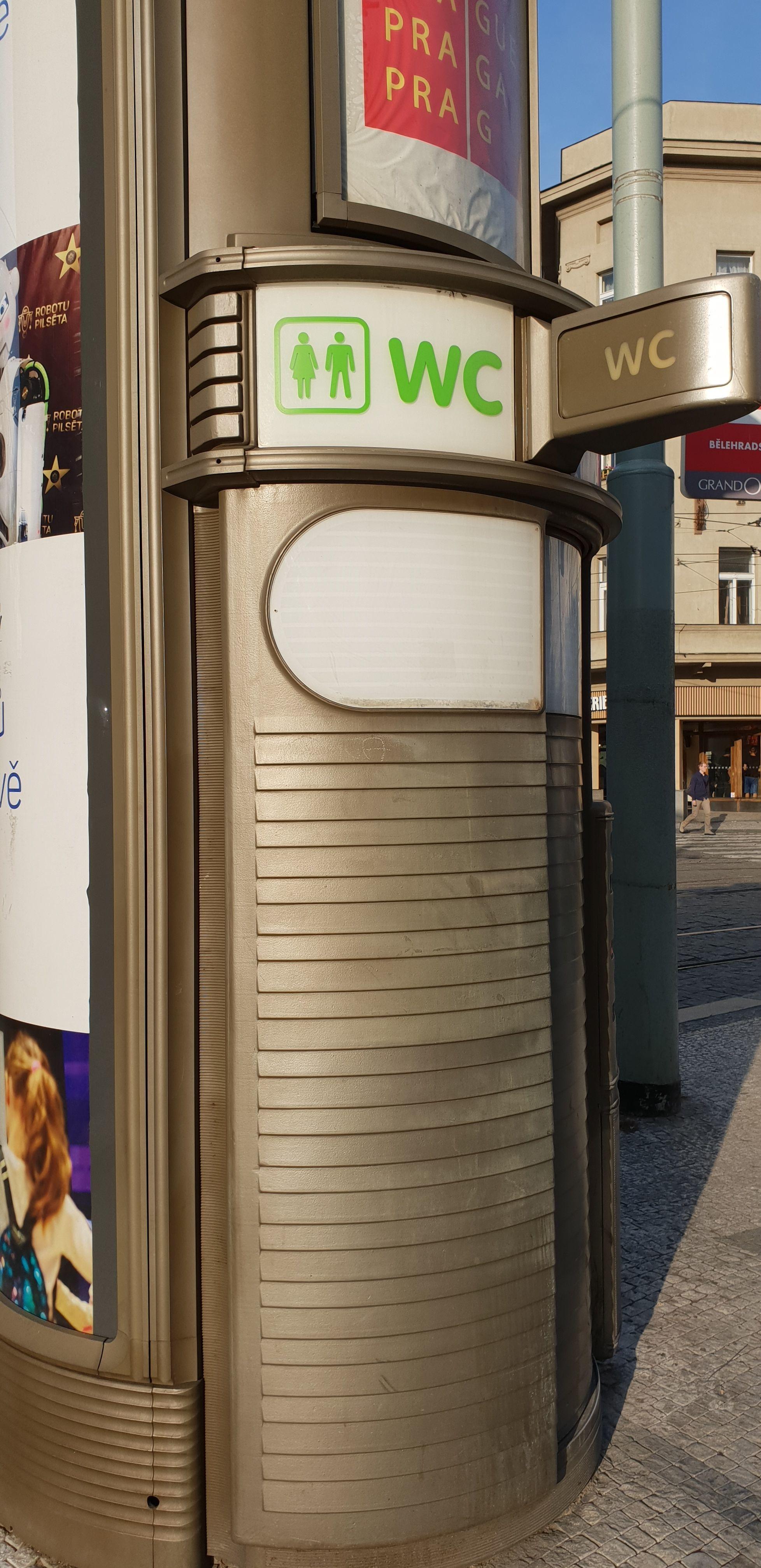 Obr. 4: Veřejný záchod, který nalezneme na I. P. Pavlova v Praze.