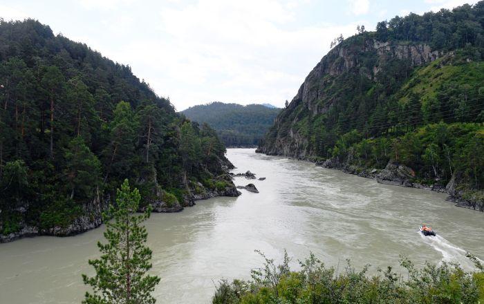 Řeka Katuň v Čemalské oblasti Altajské republiky, Rusko