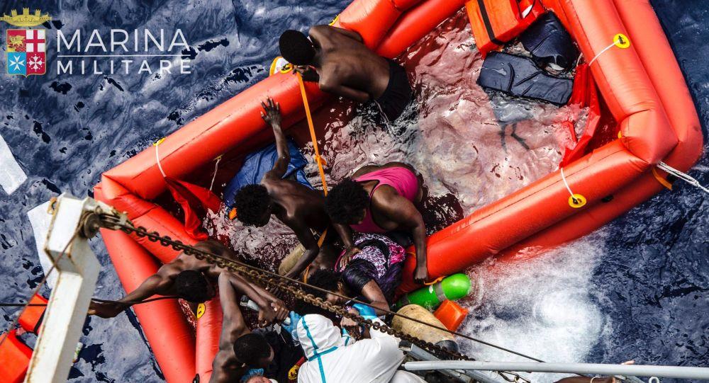 Neziskovky proti vládním zákonům. Jak a proč Itálie bojuje s migranty