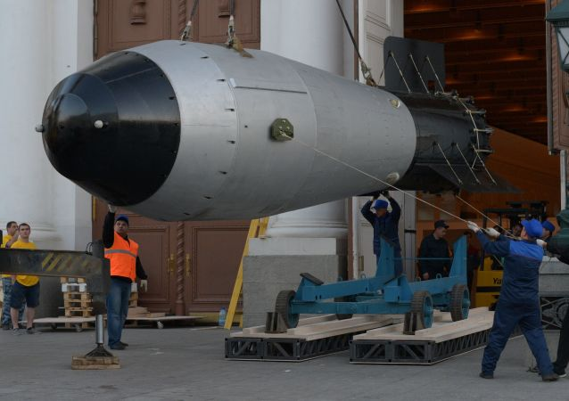 Maketa vodíkové Car-bomby v Moskvě